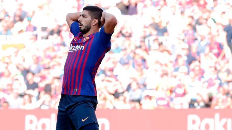ALARMA: Susto para un Luis Suárez que acabó el Barça-Eibar con molestias