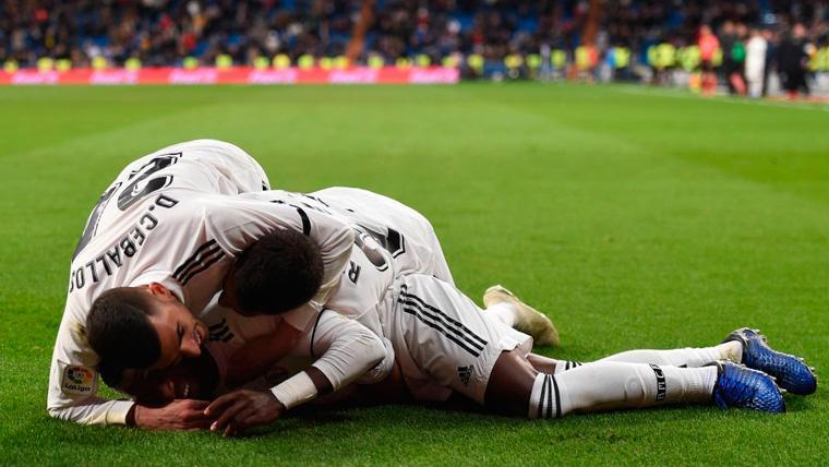 El Madrid se salva sobre la bocina contra un Betis que quiso pero no pudo (1-2)