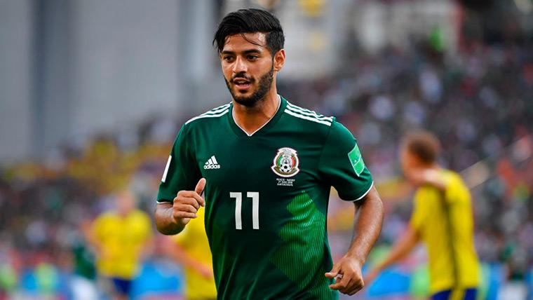 Carlos Vela en un partido con la selección de México