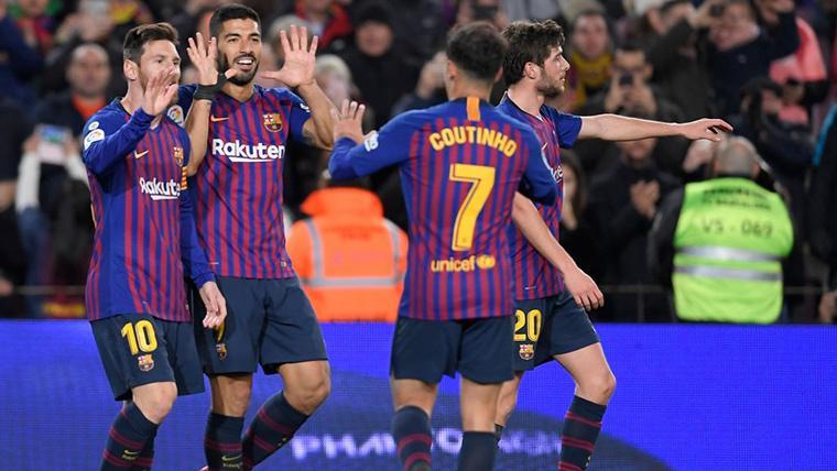 Luis Suárez, celebrando con sus compañeros el gol al Leganés