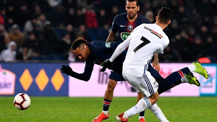 Neymar acaba lesionado contra el Estrasburgo, ¡y uno de sus rivales le critica!