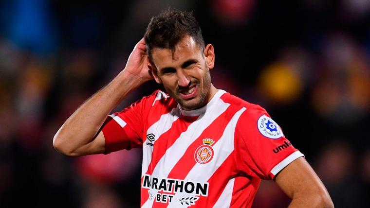El VAR negó dos posibles penaltis de Jordi Alba y Pere Pons en el Girona-Barça