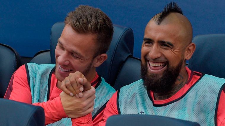 En Madrid se inventan un lío entre Arthur y Arturo Vidal en el Barça