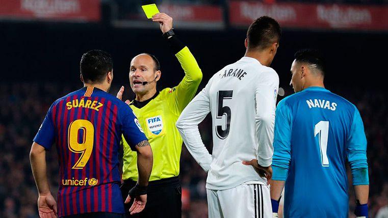 Las decisiones más polémicas de Mateu Lahoz en el Clásico
