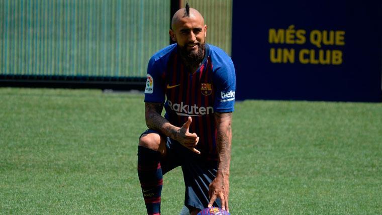 Arturo Vidal en su presentación con el FC Barcelona