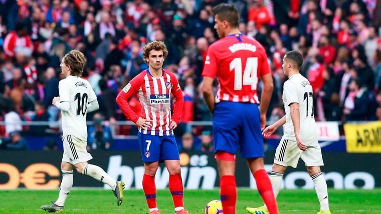 Los jugadores del Real Madrid y el Atlético en el derbi del Wanda Metropolitano