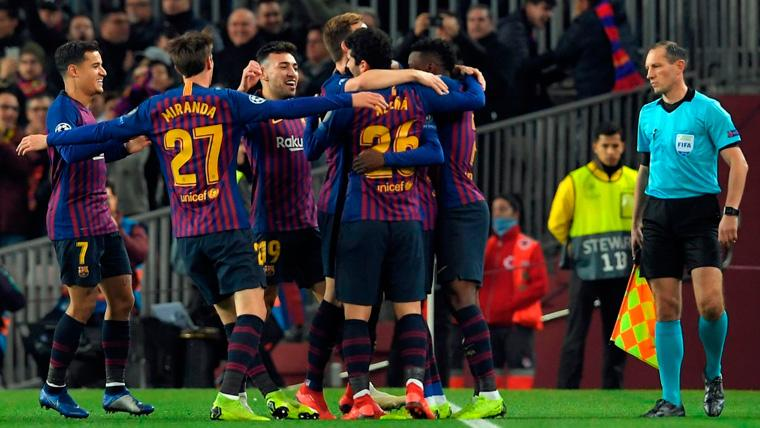 Los jugadores del FC Barcelona celebran un gol en la Champions