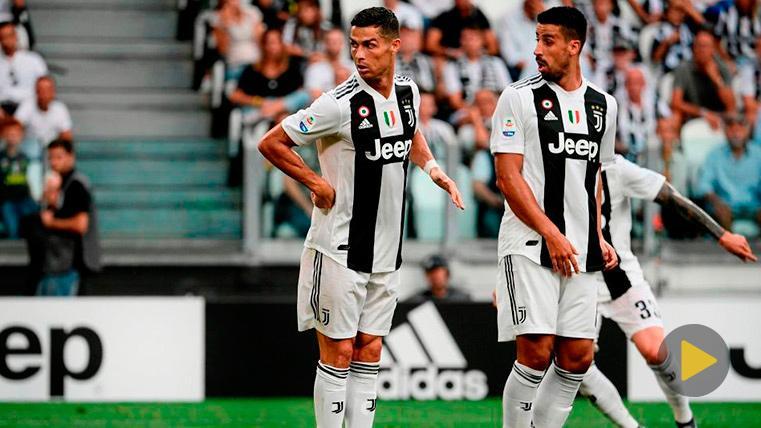 Cristiano Ronaldo y Khedira disputan un partido con la Juventus
