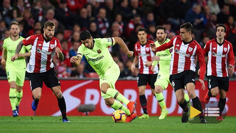 Luis Suárez, con el balón contra el Athletic de Bilbao