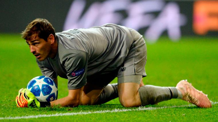 Iker Casillas en una acción con el Oporto en la Champions