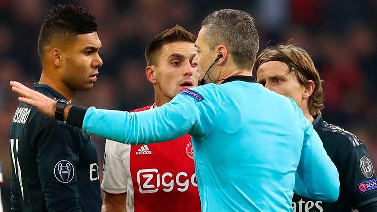 El VAR salva al Real Madrid y el árbitro le anula un gol al Ajax