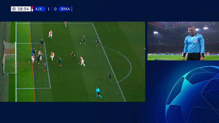 Así explica la UEFA por qué el árbitro anuló el gol del Ajax al Real Madrid en Champions