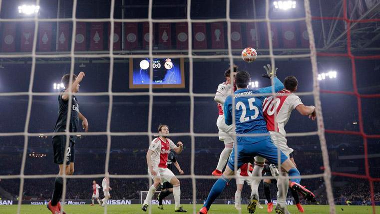 """""""En el gol anulado al Ajax no hay fuera de juego ni falta ni nada"""""""