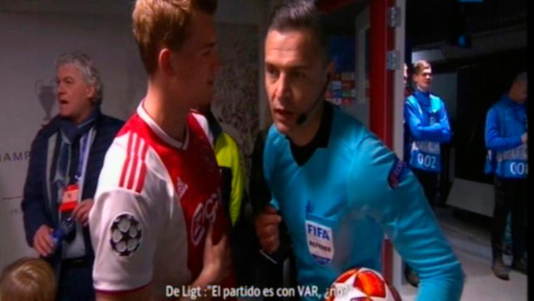 La pregunta de De Ligt al árbitro del Ajax-Madrid sobre el VAR