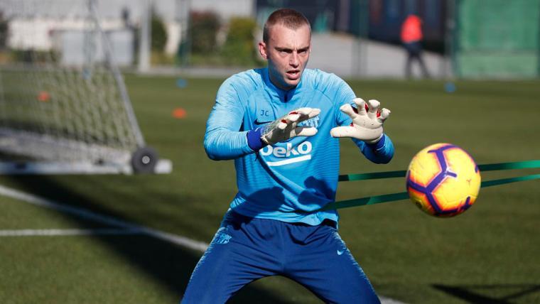 Cillessen avanza en su recuperación y reaparece en el entrenamiento del Barça
