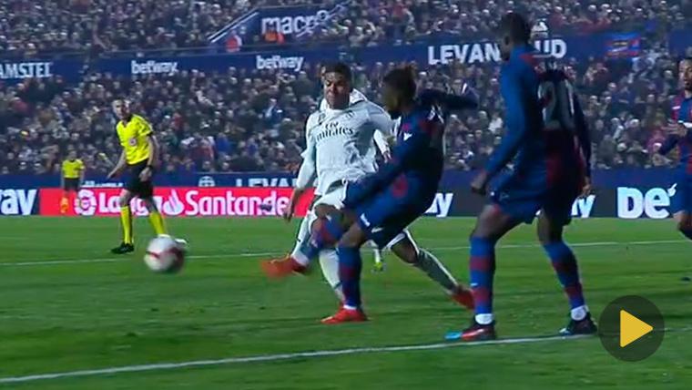 ATRACO: ¡Piscinazo flagrante de Casemiro y penalti decisivo a favor del Real Madrid!