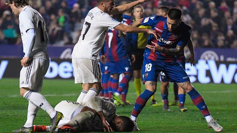"""Los ex árbitros de LaLiga coinciden: """"No hubo ningún penalti a Casemiro"""""""