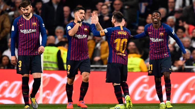 Messi, Suárez, Dembélé y Piqué, celebrando un gol del Barça en el Bernabéu