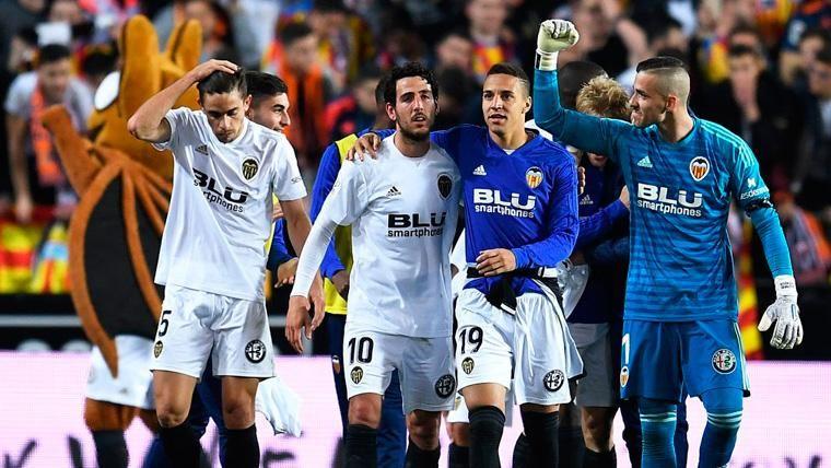 Los jugadores del Valencia celebran el pase a la final de la Copa del Rey