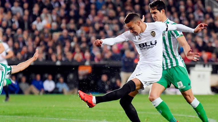 Rodrigo Moreno en una jugada contra el Betis