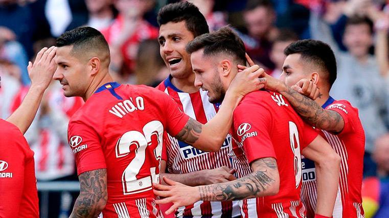 Los jugadores del Atlético celebran su gol