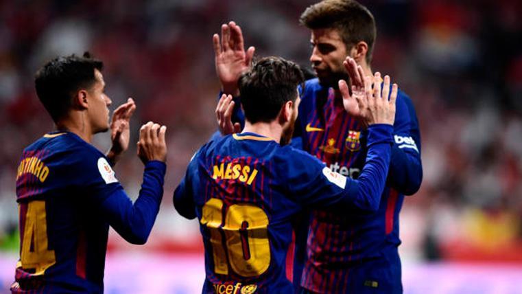 Gerard Piqué, celebrando un gol con Leo Messi y Coutinho
