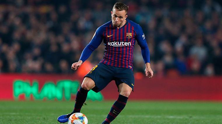 Arthur no tuvo su día y Valverde le cambió en el descanso pensando en el Lyon