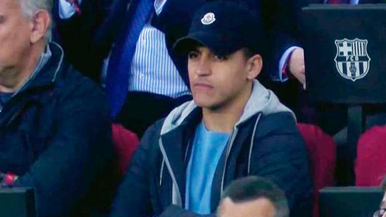 ¿Qué hacía Alexis Sánchez viendo el Barcelona-Rayo en el palco del Camp Nou?
