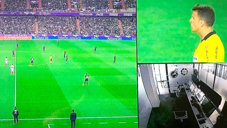 La imagen de televisión demostró que la sala del VAR estaba vacía