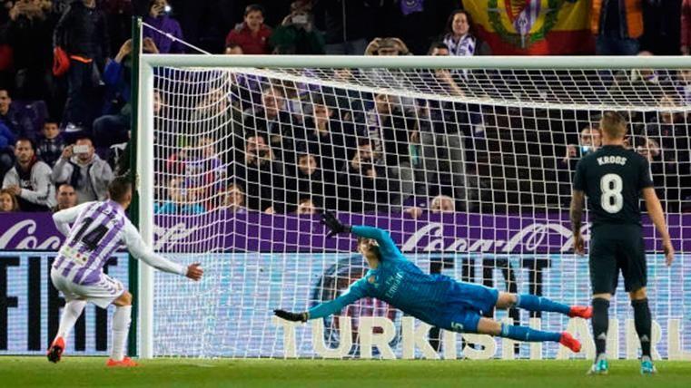 Alcaraz, fallando un penalti contra el Real Madrid en Pucela