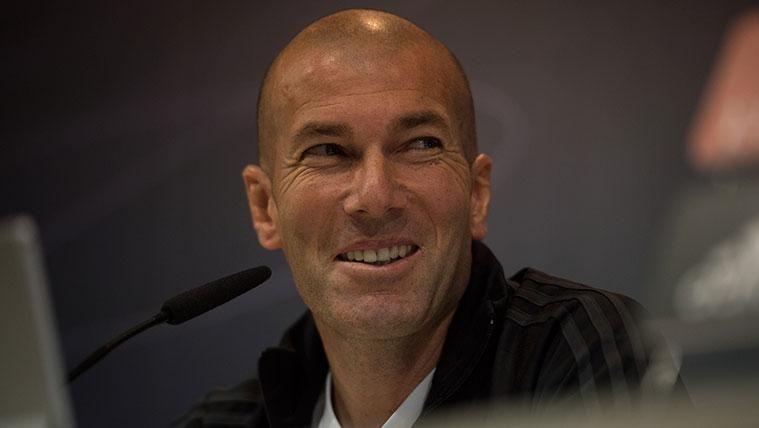 Zinedine Zidane en una rueda de prensa del Real Madrid