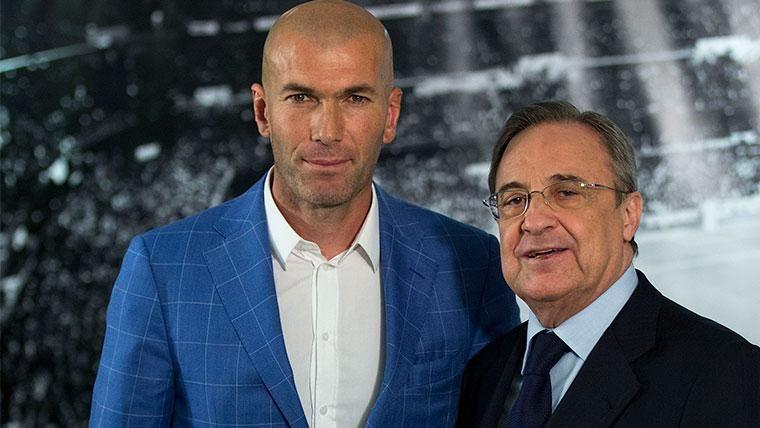 Zinedine Zidane y Florentino Pérez en la presentación del francés