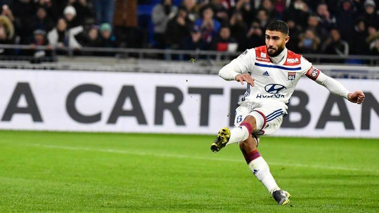 Nabil Fekir en un partido del Olympique de Lyon