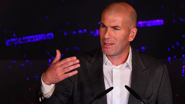 Zinedine Zidane en su presentación como entrenador del Madrid