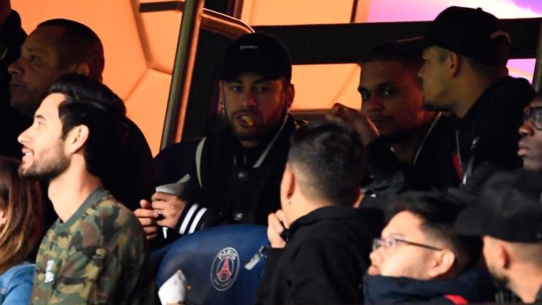 Neymar, en la grada del Parque de los Príncipes