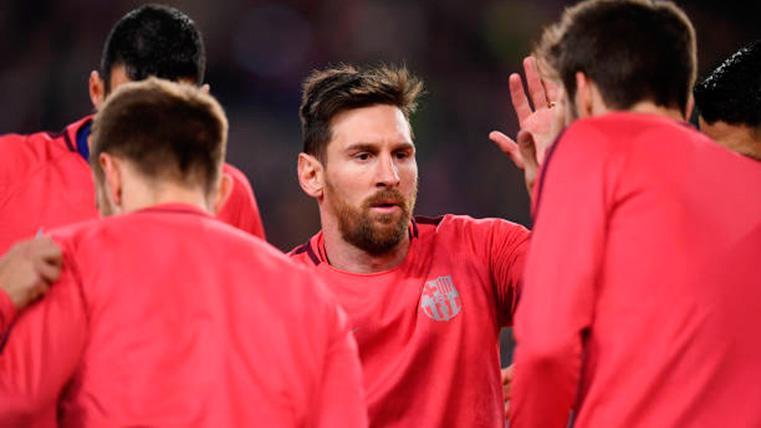 Leo Messi, calentando antes del partido contra el Olympique de Lyon