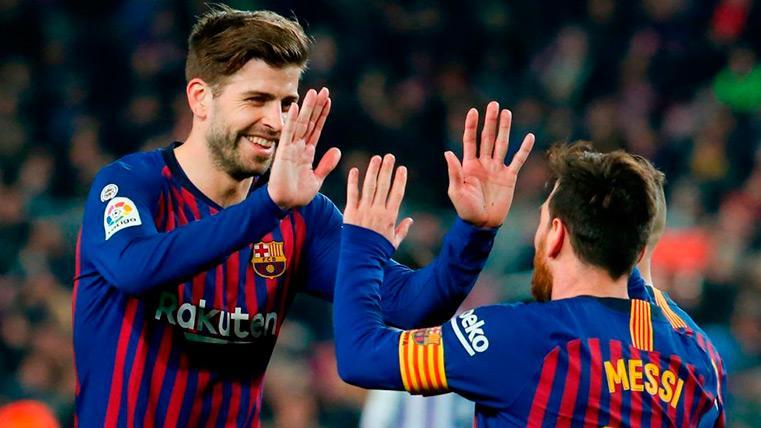 Piqué y Messi celebran un gol del Barça