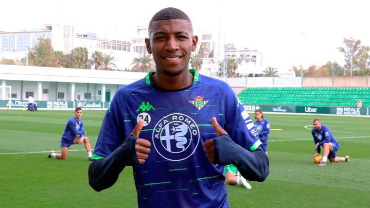 Emerson, fichaje compartido por Betis y Barcelona, tuvo minutos