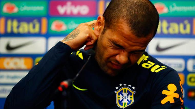 Nuevo dolor de cabeza para Dani Alves con la selección de Brasil