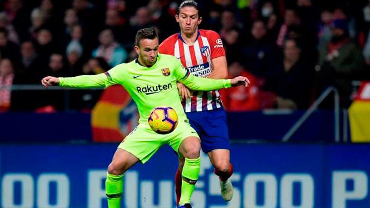 Filipe Luis aceptaría fichar por el Barcelona pese a ser suplente