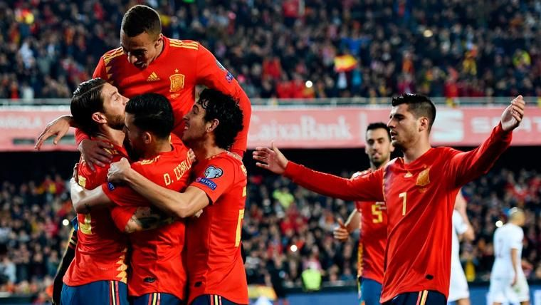 España evita de penalti el susto de una descarada Noruega (2-1)