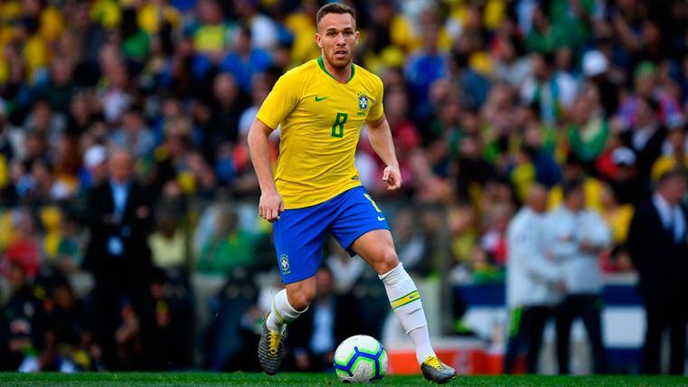 Arthur y Coutinho se salvan de las duras críticas de la prensa brasileña a su selección
