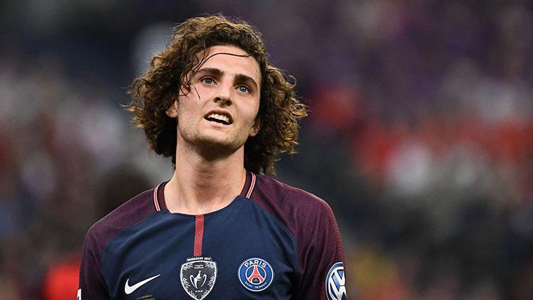 Dura sanción del PSG a Adrien Rabiot por un 'like' a Patrice Evra