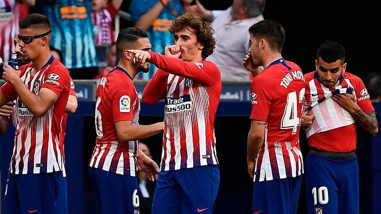 Un golazo de Griezmann de falta y otro de Morata ponen al Atlético a nueve del Barça (2-0)