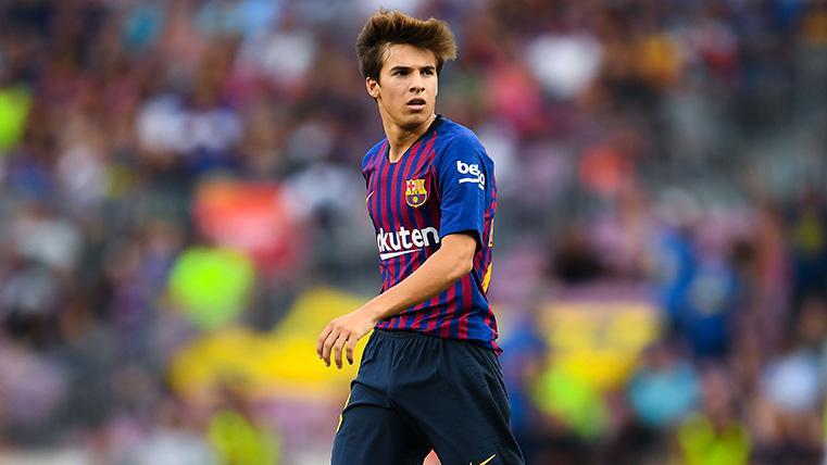 Riqui Puig en un partido con el Barcelona