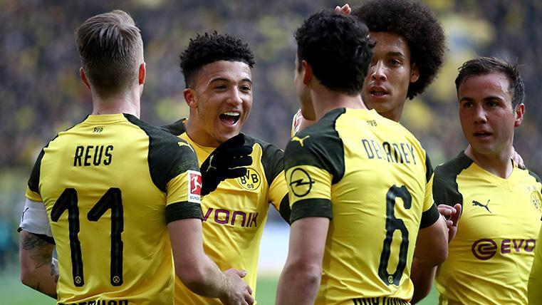 El Borussia Dortmund celebra uno de sus dos goles