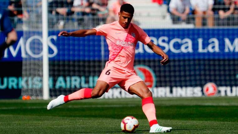 Jean-Clair Todibo en un partido con el FC Barcelona   JCTodibo