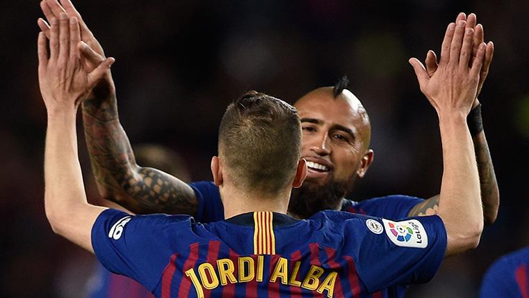 OVACIÓN: Arturo Vidal, el guerrero que enamora al Camp Nou
