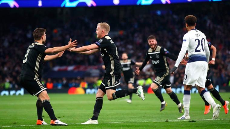 El Ajax golpea al Tottenham y pone un pie en la final de la Champions (0-1)