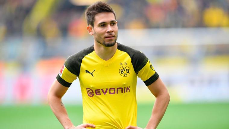 Raphaël Guerreiro en un partido del Borussia Dortmund